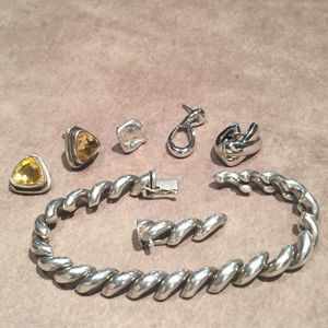 28 grams of Silver 925 jewelry.